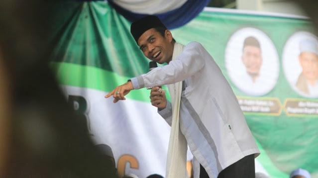 Hoaks! Ribuan Orang Sambut Ustaz Abdul Somad Tanpa Pakai Masker