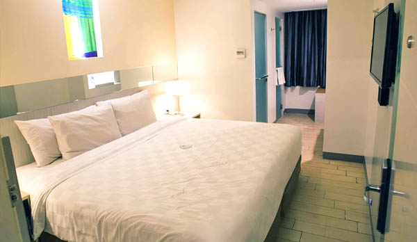 Go Hotels PH - #GoExploreMore - Bacolod blogger - Go Hotels Location - family travel - budget hotel - Philippines - queen room
