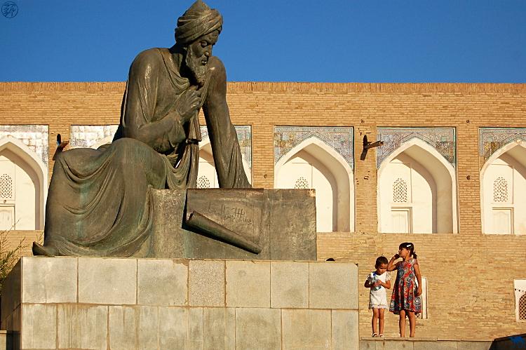 Le Chameau Bleu - Blog Voyage Ouzbékistan - La jeune fille ouzbek et le mathematicien