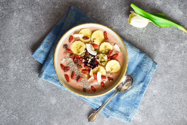 Superfoods Peach Smoothie Bowl (vegan, gluten-free, nut-free)