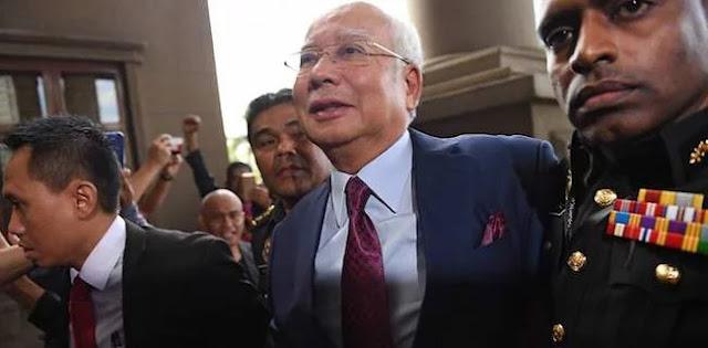 Dijerat 4 Dakwaan, Najib Razak Terancam Dihukum Cambuk Dan 20 Tahun Bui