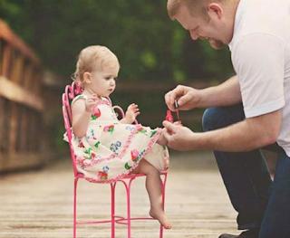 Setiap bapa mempunyai cara yang unik untuk berhubung dengan bayinya, dan perbezaan hubungan antara ibu bapa membuat bayi berkembang dengan baik.