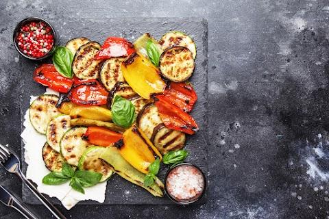 Fűszeres, grillen sült zöldségköret: füstös és édeskés lesz így a zöldség