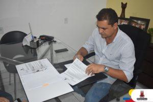 Prefeito Marcus Diogo assina contrato para construção do mirante do Cruzeiro