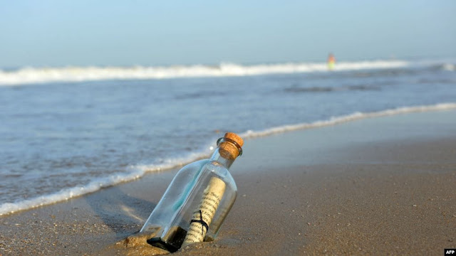 كتبت قبل ٥٠ عاما.. صياد أسترالي يعثر على رسالة بداخل زجاجة
