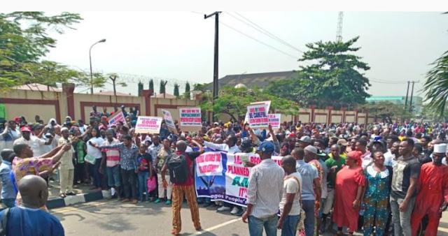 Impeachment: Pro-Ambode groups threaten Assembly shutdown