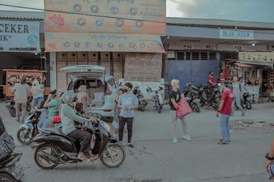 Crew DiKadalinTv dan Pemuda Pulo Timaha Berbagi Takjil dan Masker di Babelan