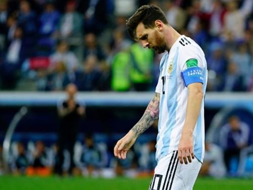 HLV Simeone chê Messi không bằng Ronaldo