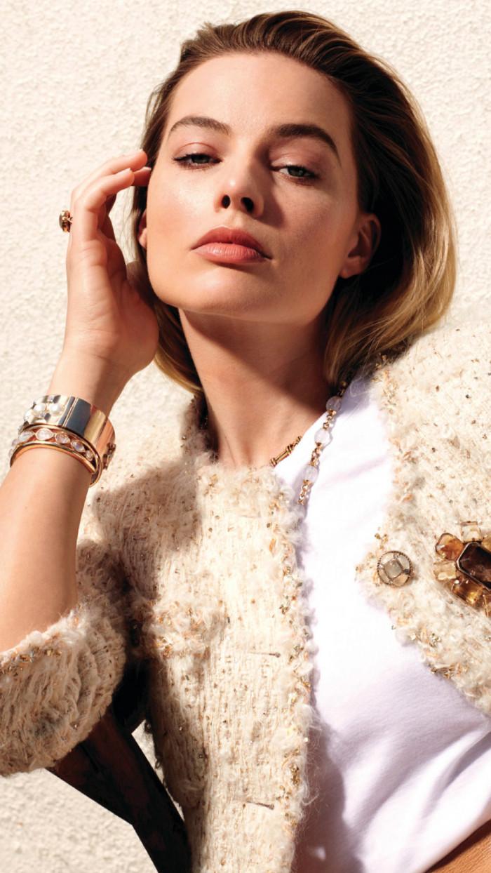 Amazing Blonde Margot Robbie Wallpaper