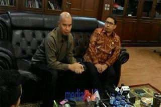 Di Tetapkan Sebagai Tersangka Penghinaan Presiden Joko Widodo, Ahmad Dhani Curhat Dengan Fadli Zon.