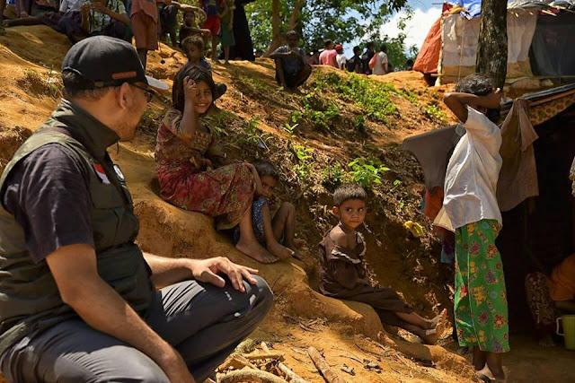 Berdiskusi dengan pengungsi Rohingya