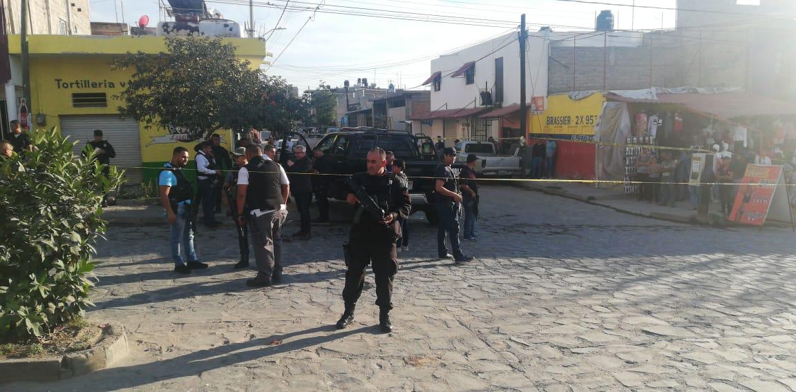 Sicarios se enfrentan a policías en Tlajomulco y les roban una patrulla, 3 elementos heridos