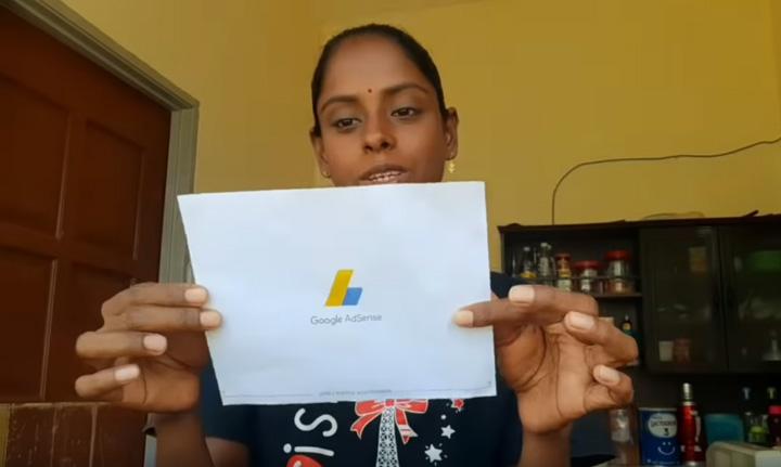 Sugu Pavithra buat duit USD menerusi Youtube
