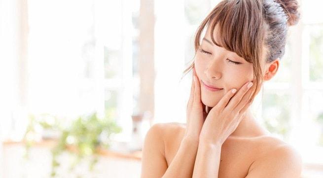 Để có làn da đẹp rực rỡ, mịn màng không tì vết hãy thực hiện 7 bước chăm sóc buổi sáng. 1