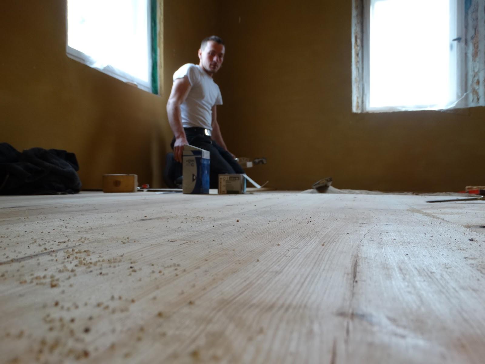 Fußboden Dielen Weiß Streichen ~ Mit herz hammer dielen zu ostern