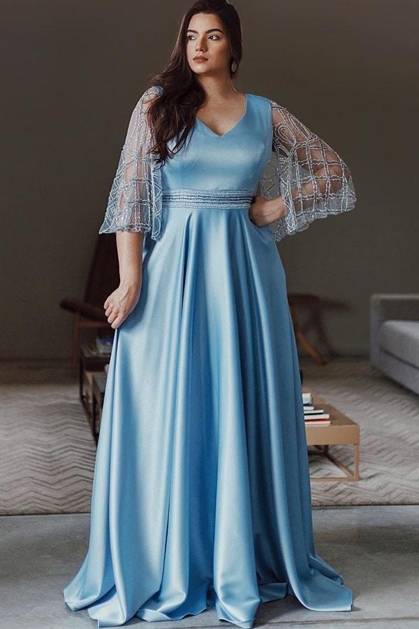 vestido longo azul serenity plus size com manga curta bordada