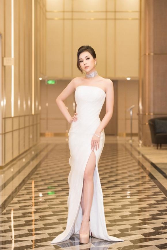 Showbiz rực rỡ: Elly Trần khoe dáng nuột nà, Hoa hậu Thu Thảo ngọt ngào hút mắt