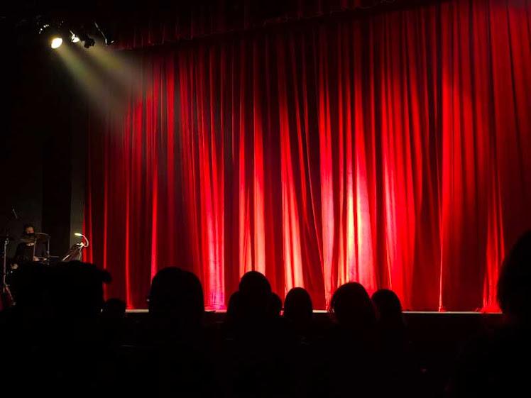 Sesc abre inscrição para cursos de iluminação, sonoplastia e direção de palco