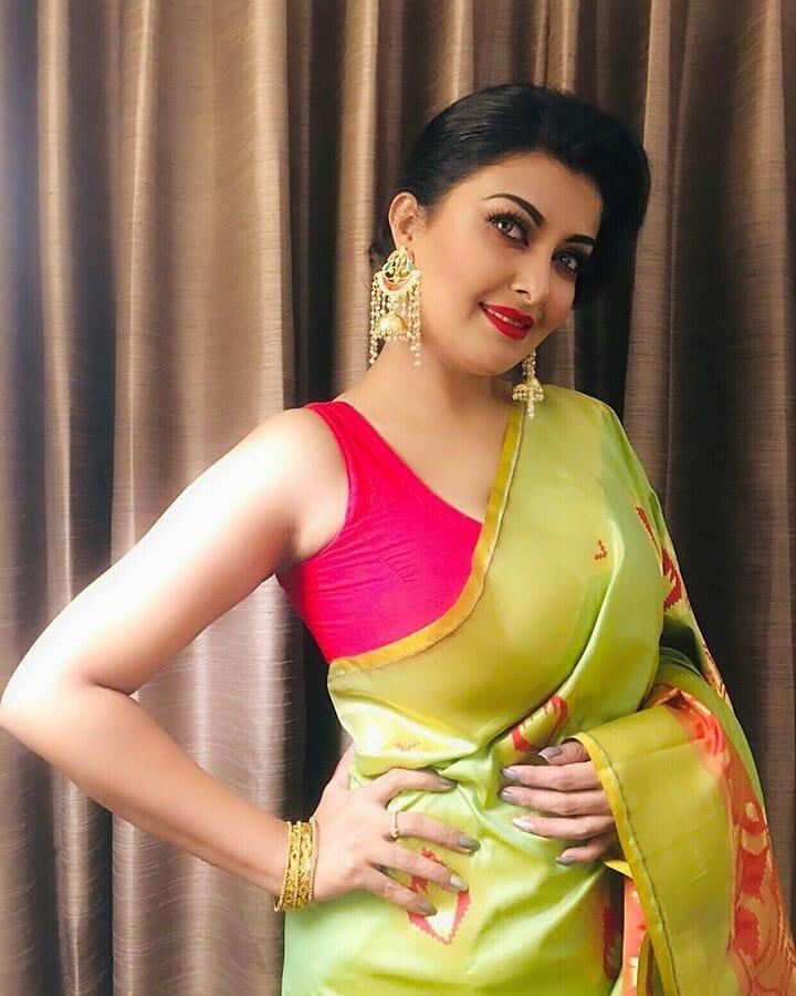 actress-aiyesha-salma-mukti-hot-photos-and-full