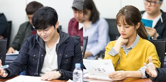 MBC新月火劇《Two Cops》公開演員們曹政奭 惠利首次閱讀劇本花絮照