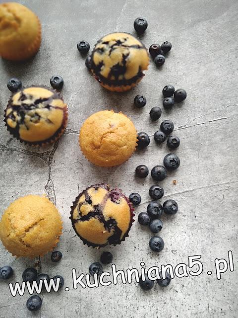 muffinki z błonnikiem jabłkowym i borówkami amerykańskimi-zdrowe muffinki-muffinki z borówkami-muffinki z błonnikiem jabłkowymmuffinki na diecie-fit muffinki