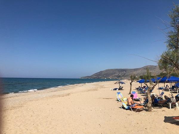 Einsamer Sandstrand an der Nordküste zwischen Rethymno und Chania
