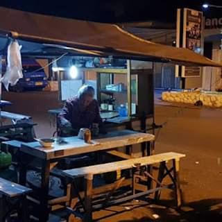Warung Nenek Penjual Pangsit Mie di Jl. Bromo