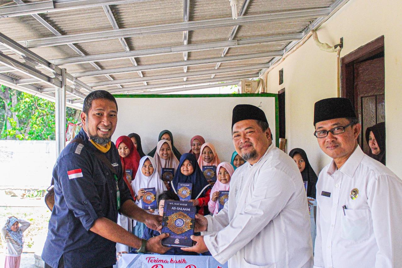 "LAZ Nahwa Nur Distribusikan 2.000 Wakaf Al-Qur'an As-Salaam Dalam Program ""Sebar Wakaf 10.000 Al-Qur'an"""