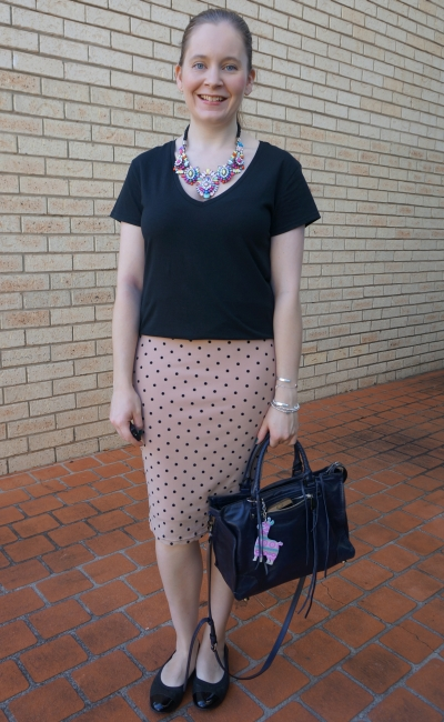 black v-neck tee, pink polka dot pencil skirt business casual summer outfit Regan bag | awayfromblue