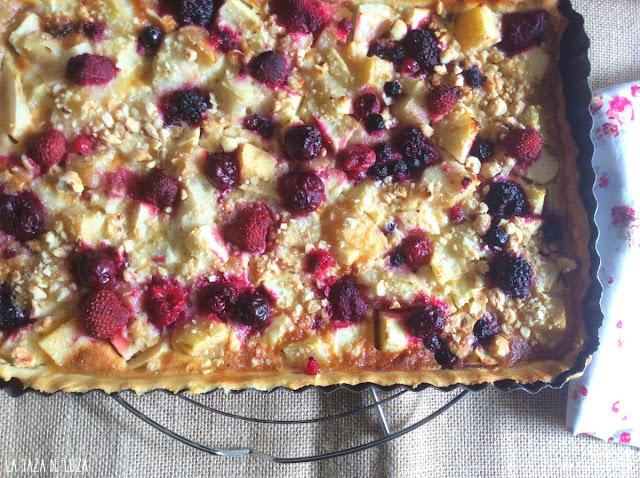 Tarta-de-manzanas-peras-avellanas-y-frutos-rojos