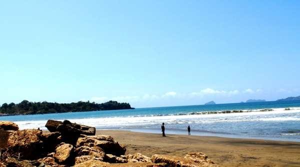 Berwisata Di Pantai Sidem Tulungagung