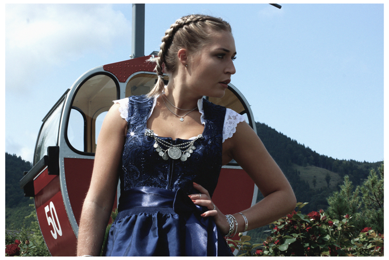 Dirndl-LudwigundTherese-Shoot-Dirndl-How to Wiesn-Wiesn-Oktoberfest-Munich-Muenchen-Muc-Deutschland-Lauralamode