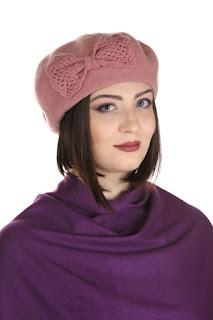 http://www.madamebriolette.ro/cumpara/bereta-cu-funda-tricotata-culoare-roz-236