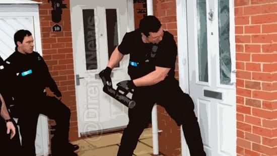 familia casa invadida erroneamente policiais indenizada