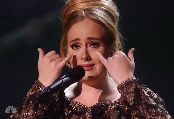 Adele mewek