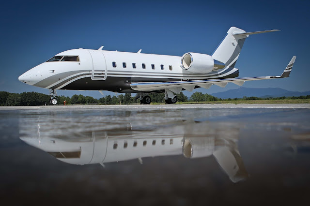 Mirroring on Water Bombardier Challenger 604