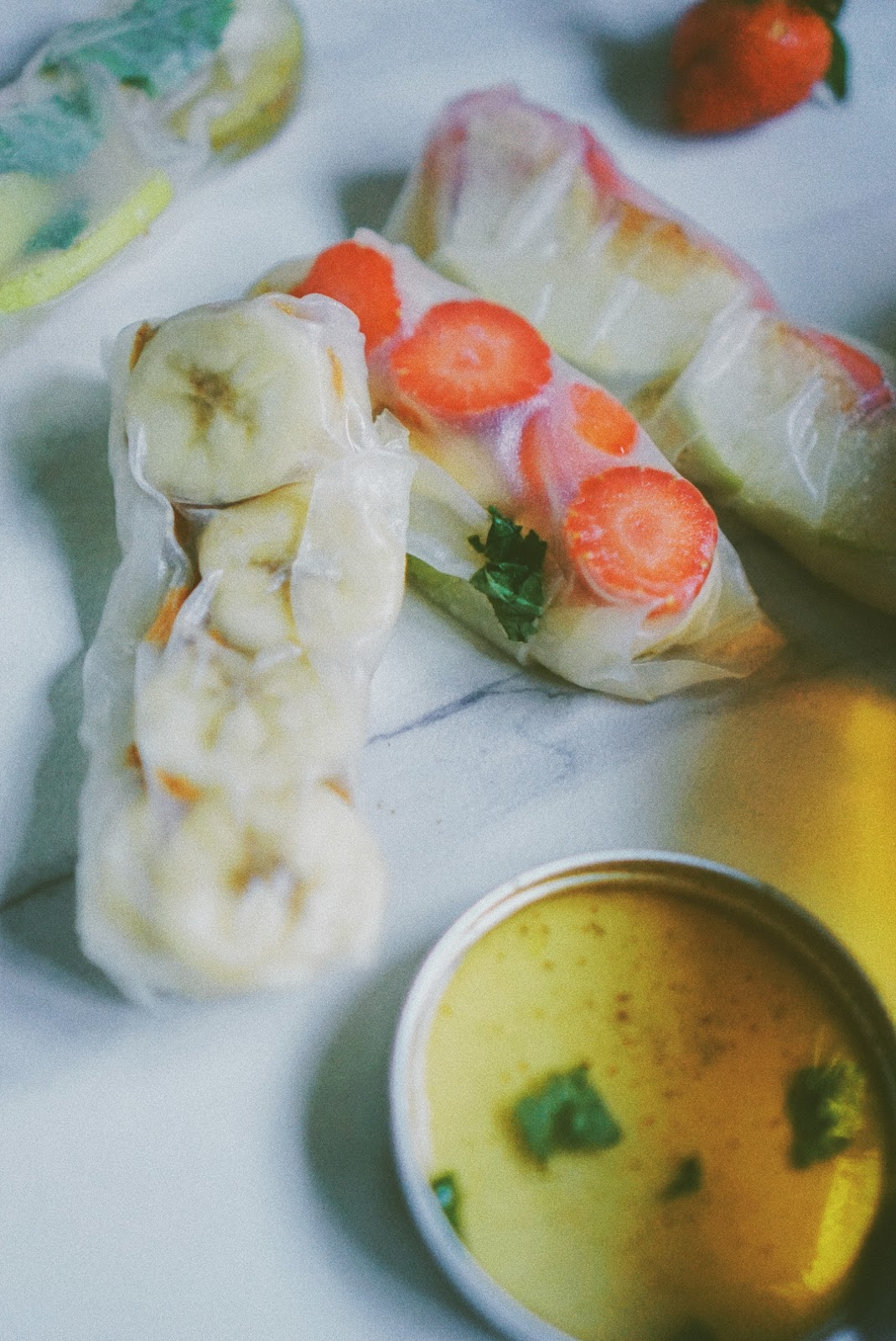 Resep Fruit Spring Roll + Honey-Lemon-Mint Dipping Sauce
