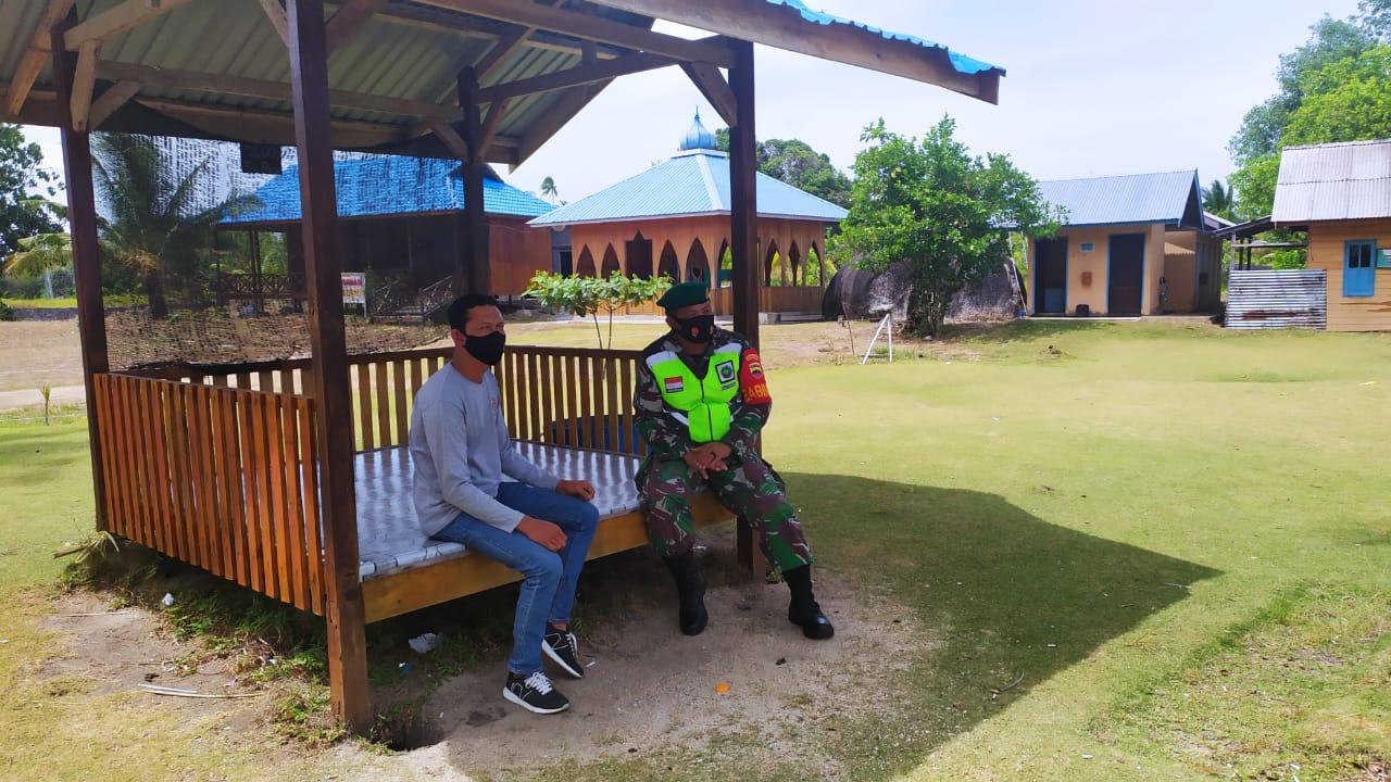 Babinsa Desa Cemaga Tengah Lakukan Komsos Dengan Ketua BUMDes Objek Wisata Geopark Batu Kasah