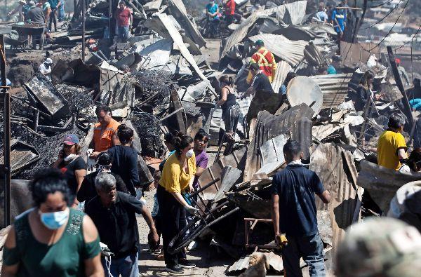 Investigan intencionalidad en el incendio que destruyó 250 viviendas en Valparaíso