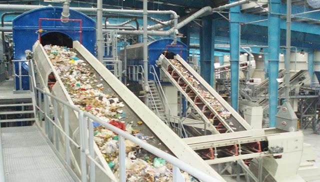 Μάχη 10 μεγάλων εταιριών για τα σκουπίδια αξίας άνω του 1 δισ.