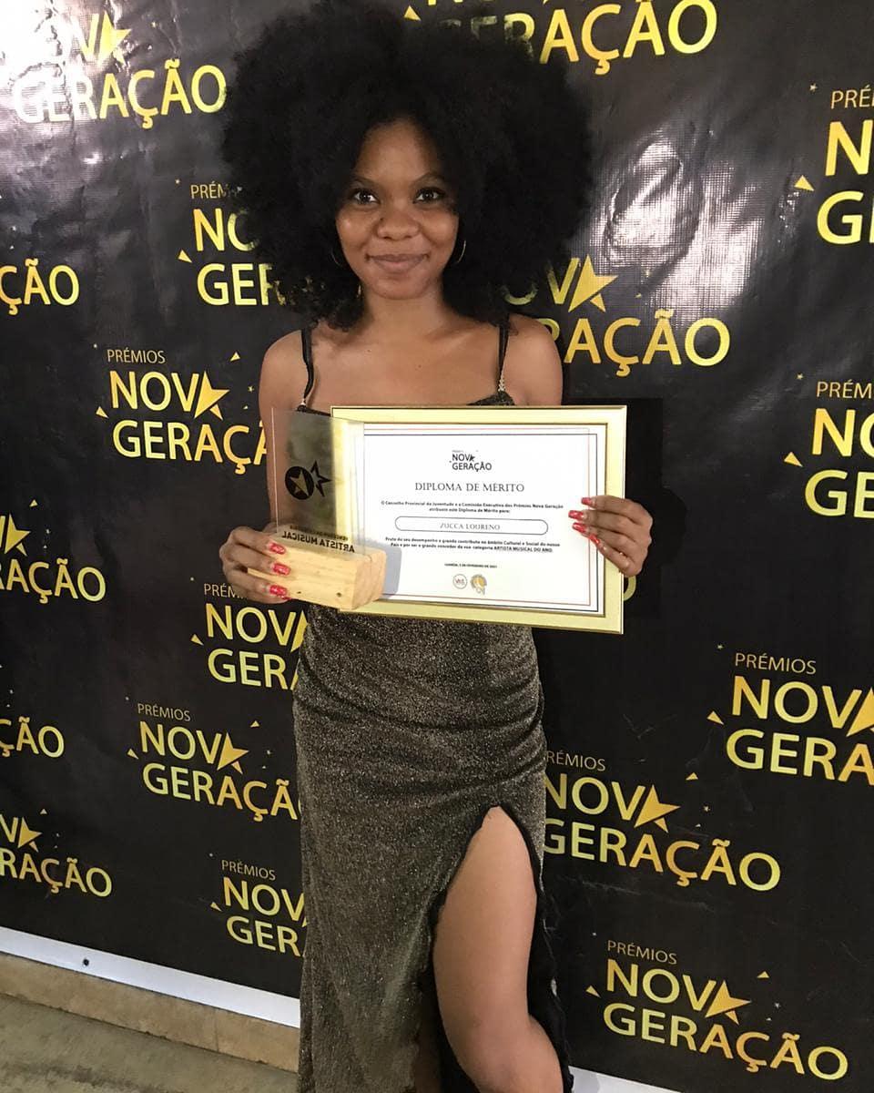 Zucca Loureno ganha prêmio de artísta musical do Ano pelo Prêmios nova geração