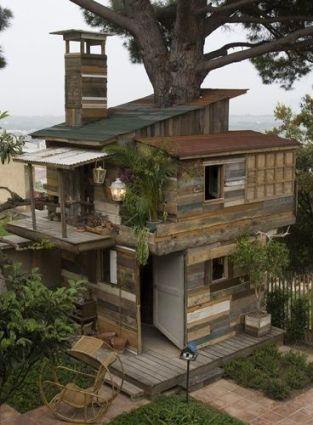 บ้านต้นไม้จากไม้พาเลท
