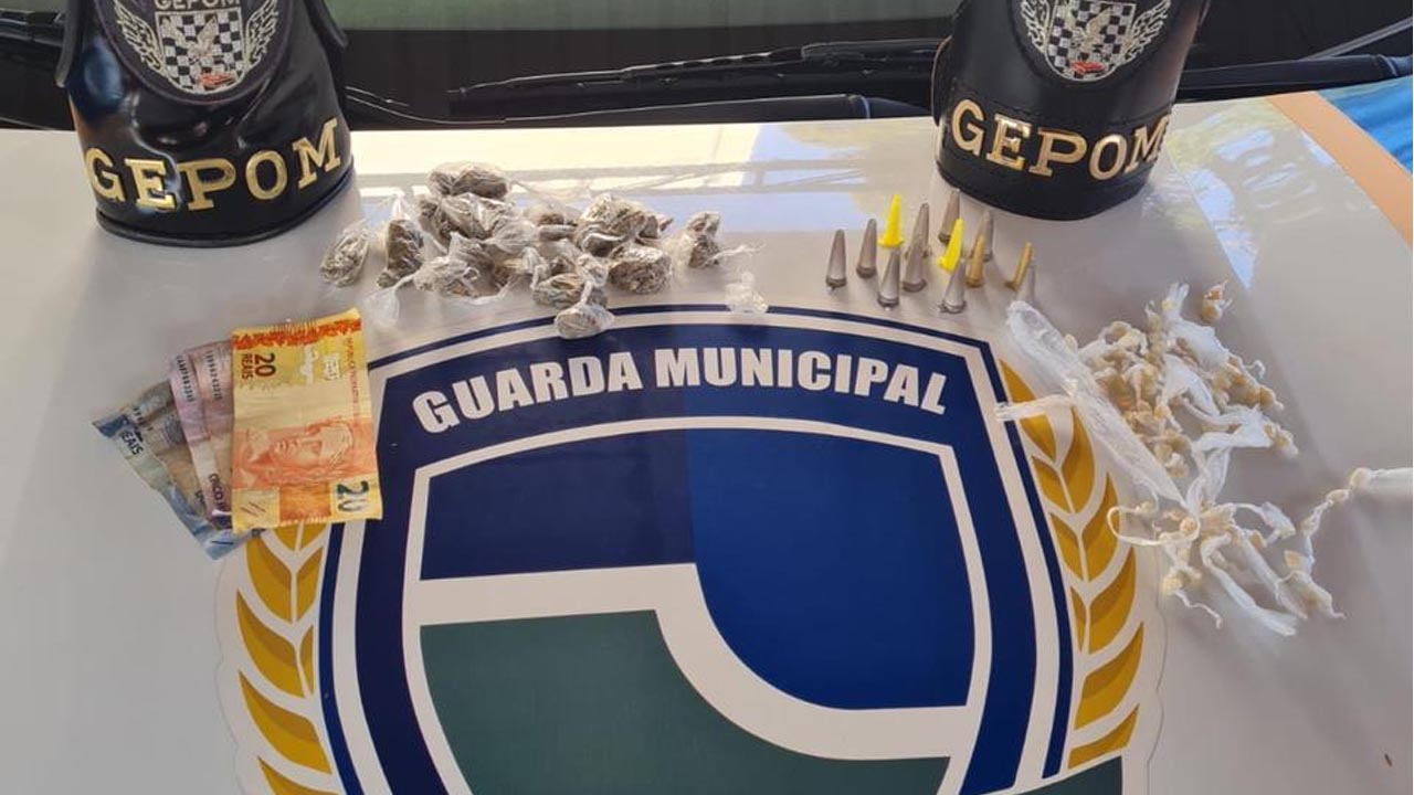 Foi preso traficando no banco da praça em Botucatu com 121 porções de drogas