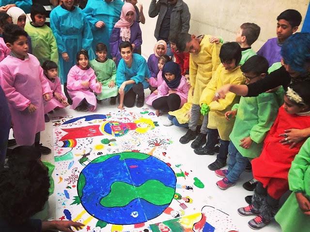 توبا بويوكستون تشارك أطفال سوريا بالرسم والتلوين.. شاهد فيديو
