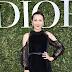 Carina Lau posa para fotos no lançamento da exibição 'Christian Dior, couturier du rêve' comemorando 70 anos de criação, em Paris, França – 03/07/2017