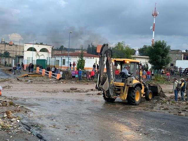 Retiran material pétreo y rehabilitan bordos de barrancas en pueblo de Ignacio Zaragoza de Huamantla.