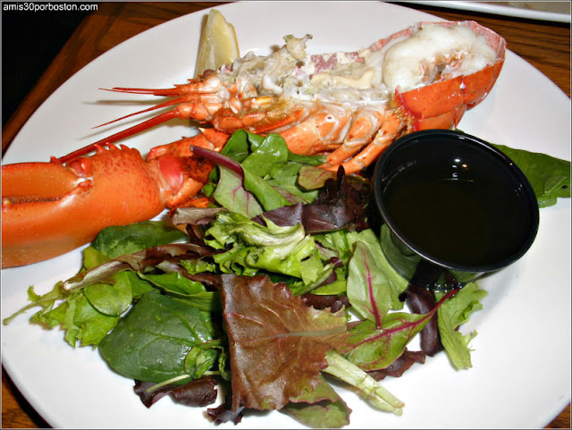 Ruta Gastronómica por Salem: Langosta en el Finz Seafood and Grill