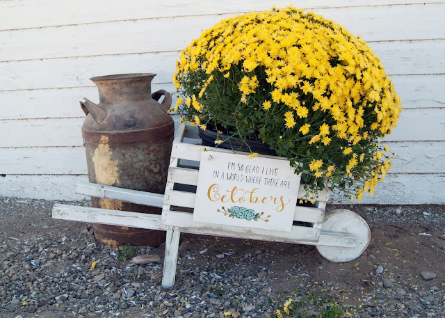 Rustic Wheelbarrow with interchangeable signs #DIHworkshop Virtual Party - Anne of Green Gables Octobers
