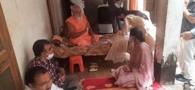 IAS परी बिश्नोई ने स्वामी रामानन्द आचार्य से लिया आशीर्वाद