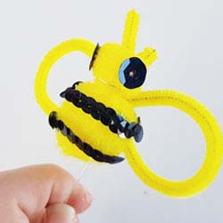 How to make a bumble Bee pom pom for crafts